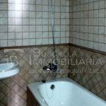 Pis dúplex de lloguer a Gironella, el Berguedà: 3 habitacions, 2 banys, calefacció, terrat- per estrenar-Buscallà Immobiliària: bany 1 -lp146