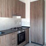 Pis de lloguer a Gironella,el Berguedà: totalment reformat i amb ascensor, 3 habitacions, bany, calefacció, balcons, tot exterior, parquet-Buscallà Immobiliària: cuina --lp142