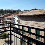 Pis de lloguer a Gironella,el Berguedà: totalment reformat i amb ascensor, 3 habitacions, bany, calefacció, balcons, tot exterior, parquet-Buscallà Immobiliària: balcó davant-lp142