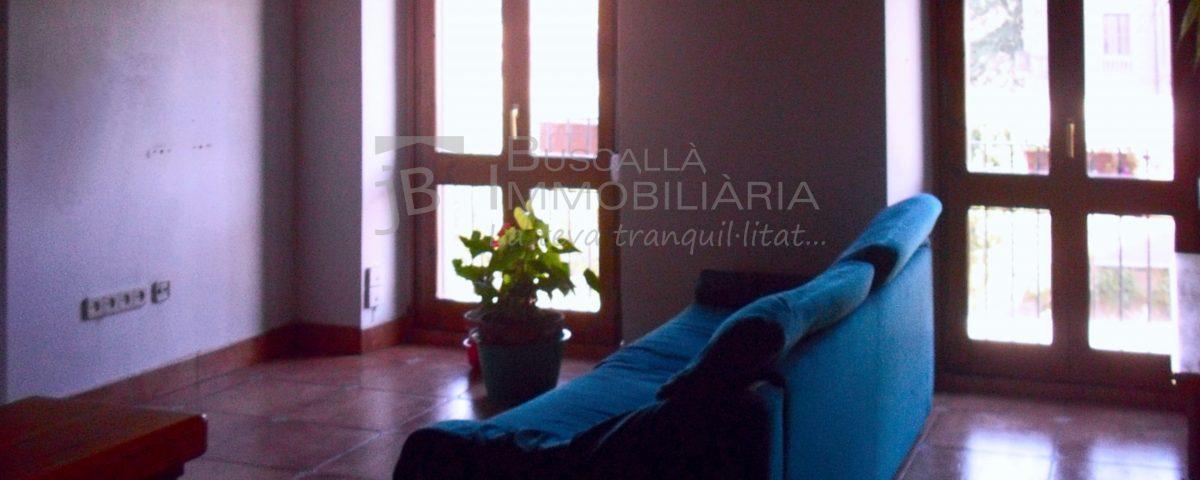 Pis dúplex de lloguer a Gironella,el Berguedà: 3 habitacions, 2 banys, calefacció, balcons, amb garatge inclòs-Buscallà Immobiliària: menjador -lp143