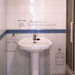 Pis dúplex de lloguer a Gironella,el Berguedà: 3 habitacions, 2 banys, calefacció, balcons, amb garatge inclòs-Buscallà Immobiliària: bany 1 -lp143