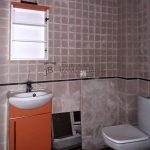 Dúplex de lloguer a Gironella,el Berguedà: 2 habitacions, bany, cuina oberta, parquet-Buscallà Immobiliària: lavabo-lp149