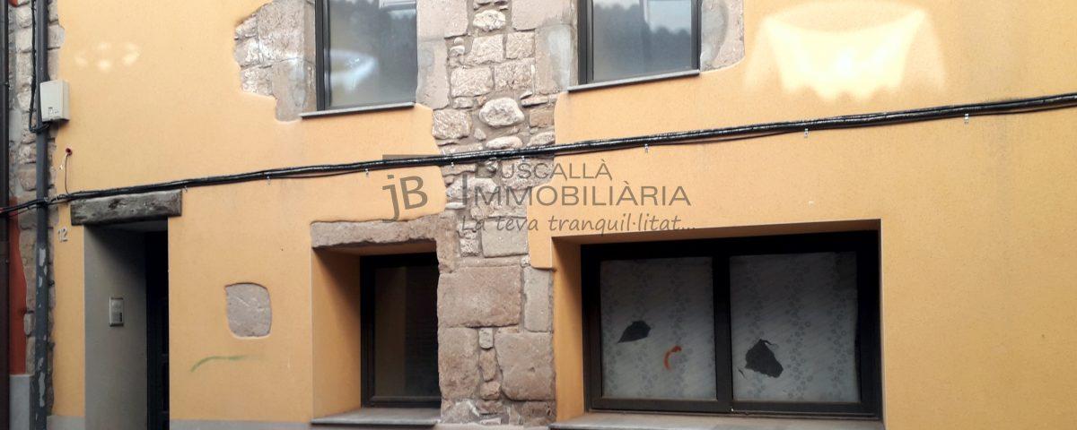Dúplex en venda a Gironella,el Berguedà: 2 habitacions, bany, cuina oberta, parquet-Buscallà Immobiliària: façana -lp149