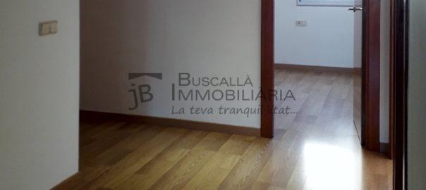 Pis lloguer amb plaça aparcament a Bassacs, Gironella, El Berguedà-2 habitacions, 1 bany, calefacció, parquet i ascensor-distribuïdor-buscallà immobiliària-lp163