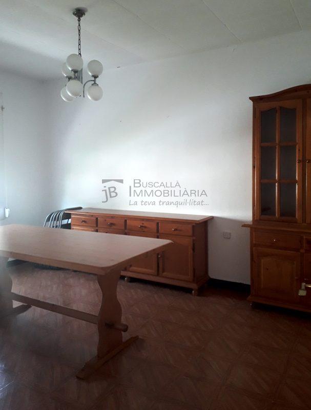 Pis moblat de lloguer al Berguedà, Viladomiu Vell, Gironella: 3 habitacions, bany, cuina-Buscallà Immobiliària: menjador-lp159