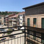 Lloguer pis reformat amb ascensor i parquet a Gironella, Berguedà: 3 habitacions, molt lluminós-Buscallà Immobiliària: vistes plaça-lp161