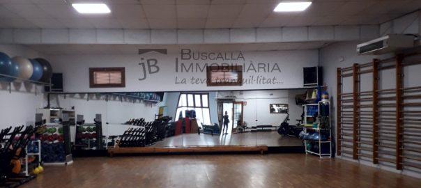 Es traspassa gimnàs al Berguedà, a Gironella- sala aeròbic amb espatlleres i parquet-Buscallà Immobiliària-ll166