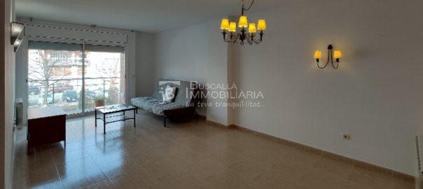 Pis amb parquing venda a Berga molt lluminos i bon estat-menjador lampada-Buscalla Immobiliaria-vp173