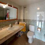 Pis amb parquing venda a Berga molt lluminos i bon estat-lavabo-vp173