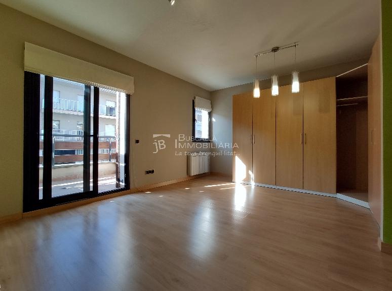 Casa amb jardí al Berguedà-Buscallà Immobiliària-habitació balcó-vc172