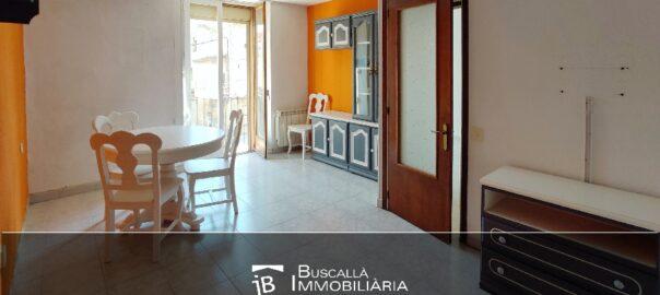 Pis per actualitzar en venda al Berguedà-menjador sala-Buscallà Immobiliària