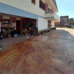 xalet casa en urbanització al Berguedà-entrada pati-Buscalla Immobiliària-185vc