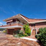 xalet casa en urbanització al Berguedà-façana garatge-Buscalla Immobiliària-185vc